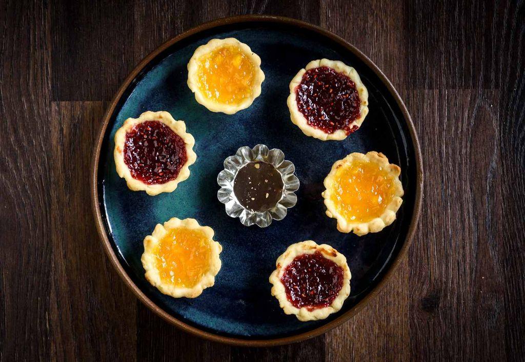 2.AssemblethePieseasy-recipe-for-traditional-jam-tarts-435295-Final-5bad6c7846e0fb00260b6c6c.jpg