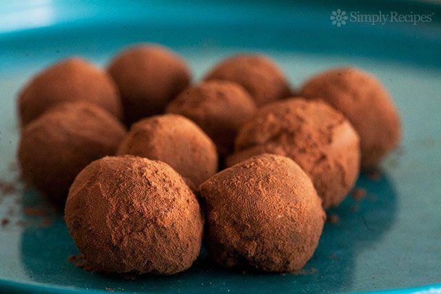 chocolate-truffles-bite-horiz-a2-640.jpg